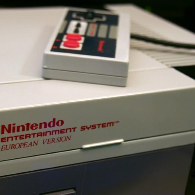 https://www.maxpixel.net/Nintendo-Entertainment-System-Nes-Nintendo-Console-2649705